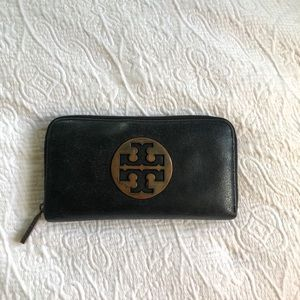 Tory Burch logo wallet